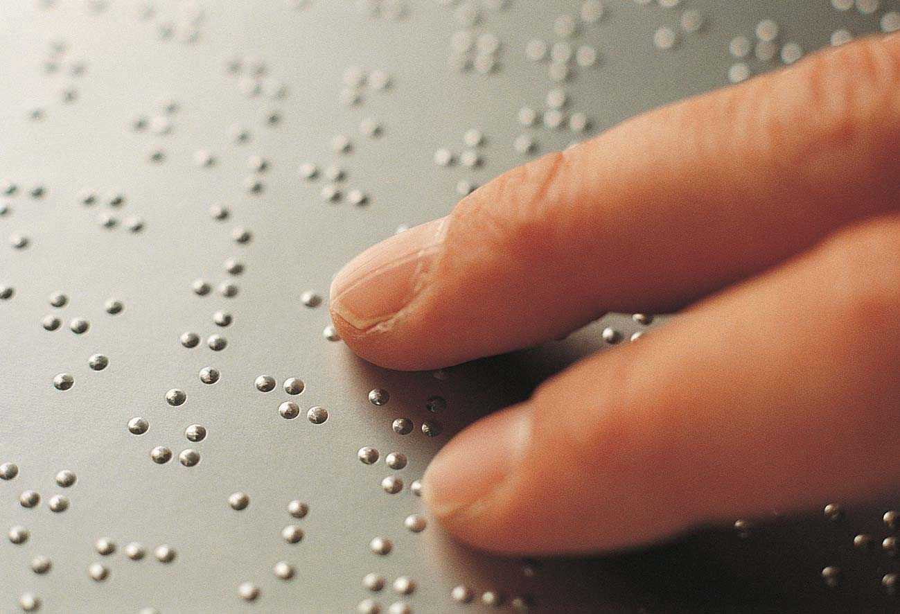 slide-1-tablet-braille